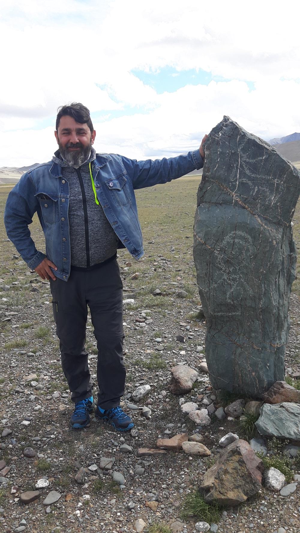 tankut_guzel_Mogolistan_Turkic_stone_man