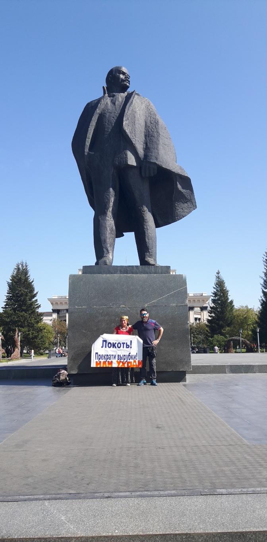 tankut_guzel_Rusya_Novosibirsk_Lenin_heykeli_onunde_yesilin_katlinekarsi_protesto