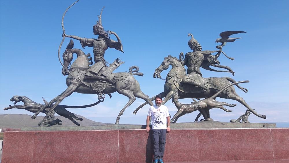 tankut_guzel_Rusya_Tuva_Kizil_Royal_Hunting_heykeli