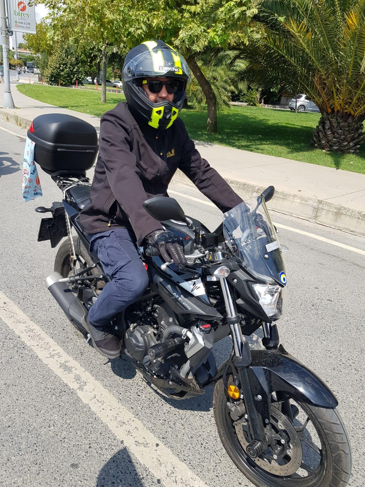Binlerce motosikletli şehitler için sürdü