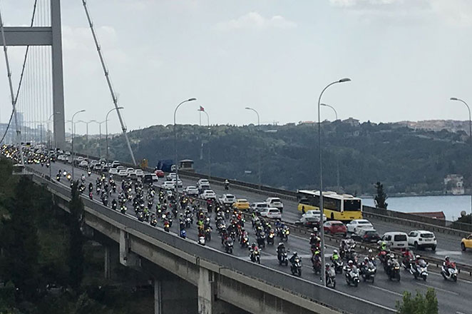 Binlerce motosikletli, 30 Ağustos için sürdü