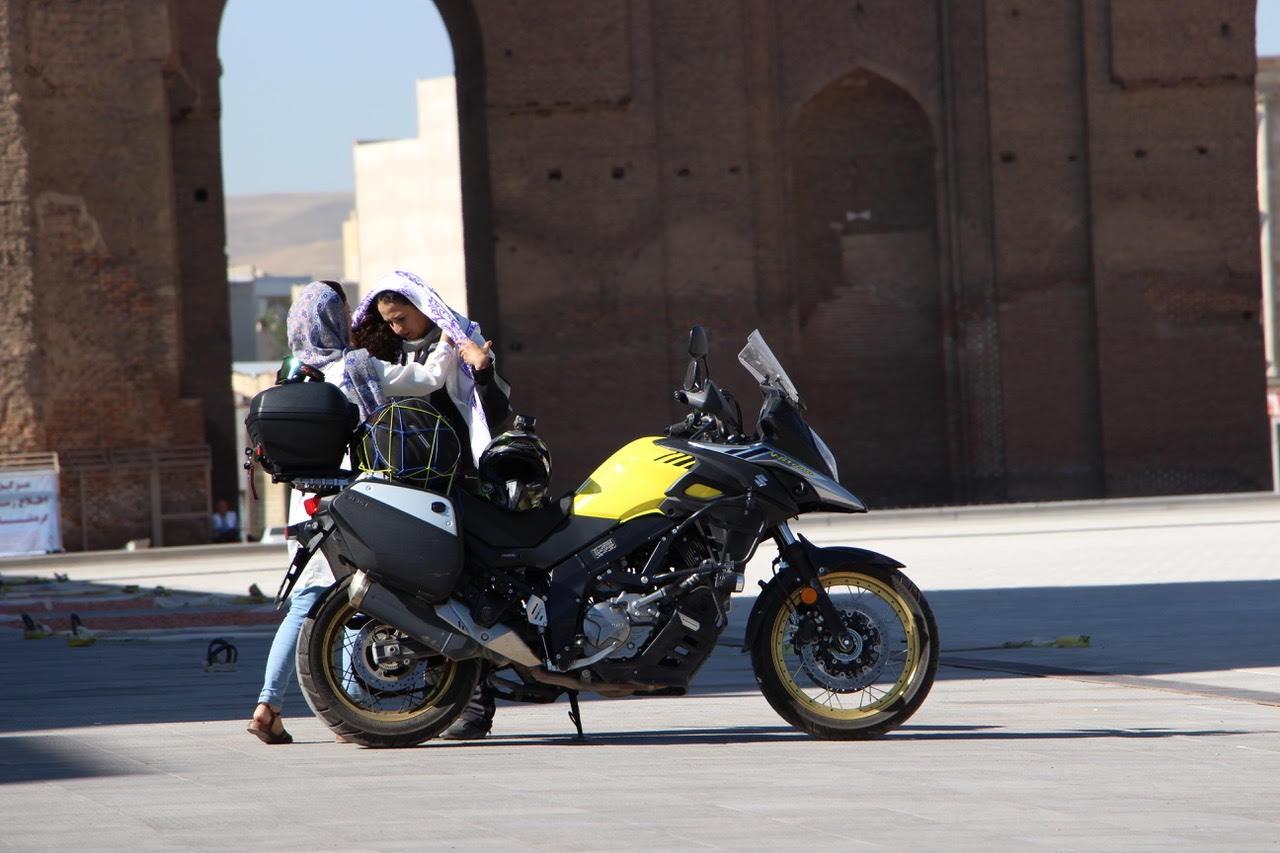 Tek başına motosikletle İran'ı gezdi